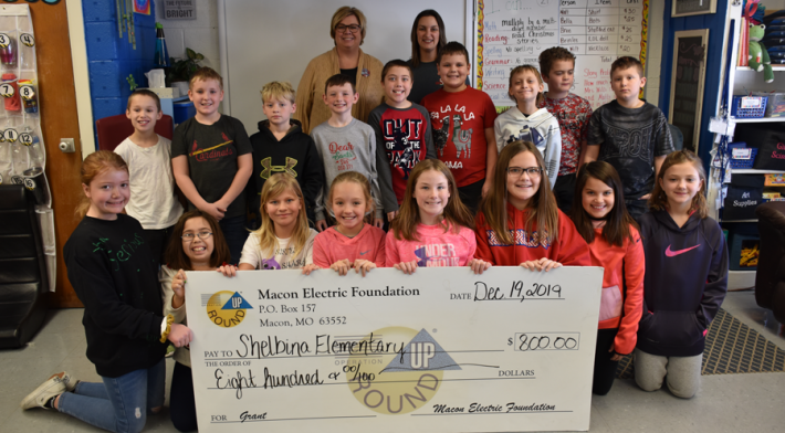 Macon Electric Foundation Awards Grant to Shelbina Elementary